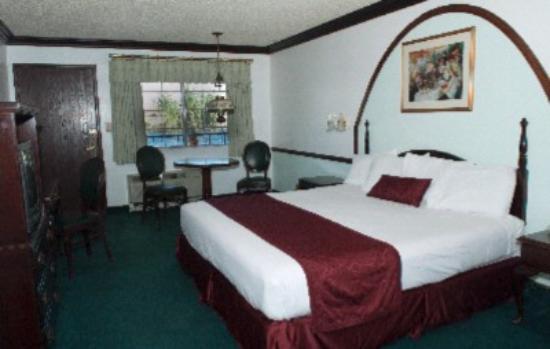 Pioneer Hotel & Gambling Hall: King Standard