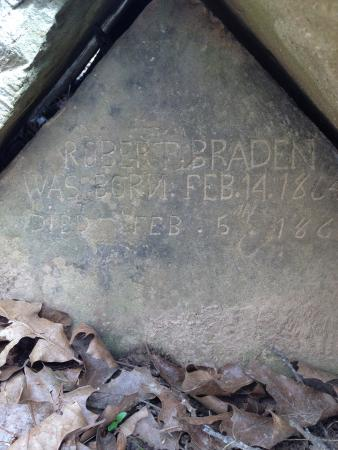 Pea Ridge National Military Park : Gravestone is only evidence of Leetown.