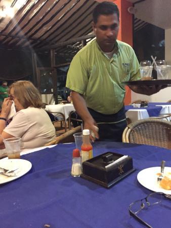 Hotel Isla Caribe: EL SR QUE TRATA A LOS DEMAS COMO TRATA A LA MAS ANTIGUA DE LA CASA DONDE NACIÓ