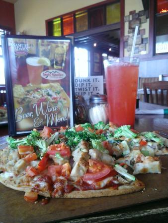 Smoky Mountain Pizzeria Grill: Smokey Mountain Pizza a Gluten Free option for Celiacs