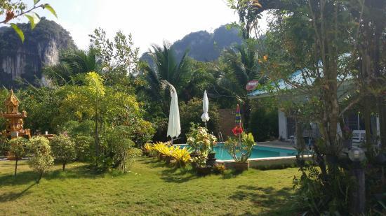 Real Relax Resort & Beauty Massage: Swimming  pool