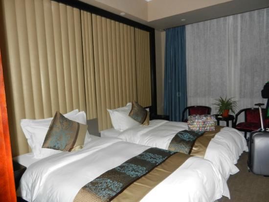 Ramada Encore Shanghai : Beds were so close together they were almost touching