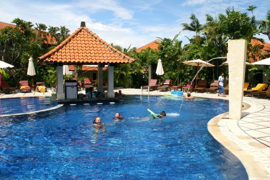 Puri Raja: Pool area