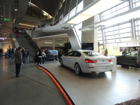 BMW Museum: Hermoso Edificio