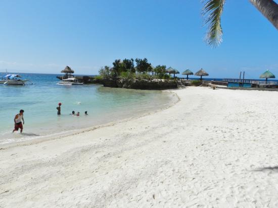 Mangodlong Rock Resort: beach