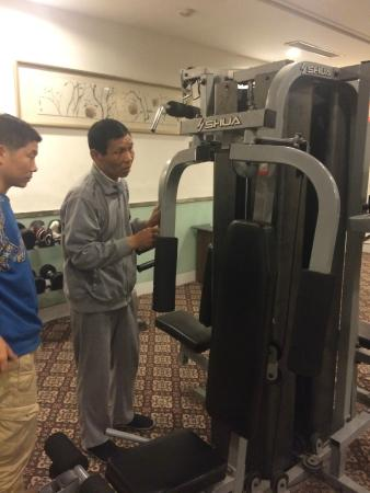 Landison Plaza Hotel : Broken weight machine in the gym
