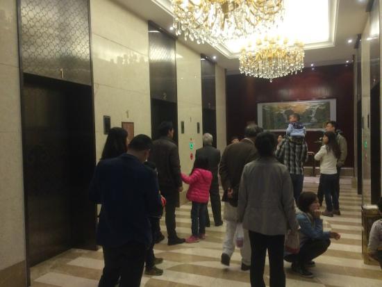 Landison Plaza Hotel : Constantly waiting for elevators