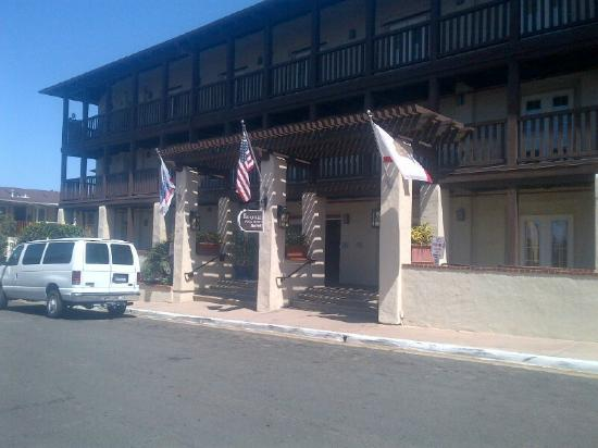 Fairfield Inn & Suites by Marriott San Diego Old Town : Front of Hotel