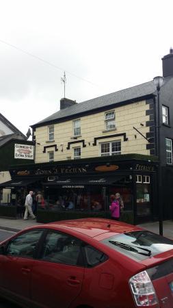 Feehan's Bar: Outside