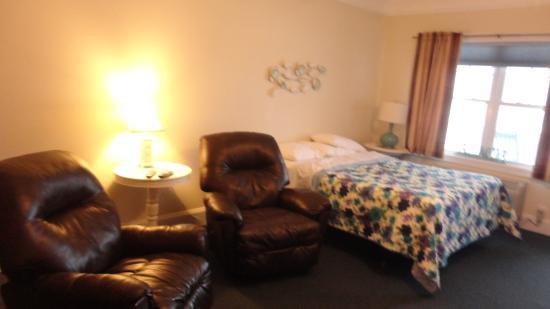 Atlantic Breeze Suites: Spacious Ocean Front Rooms