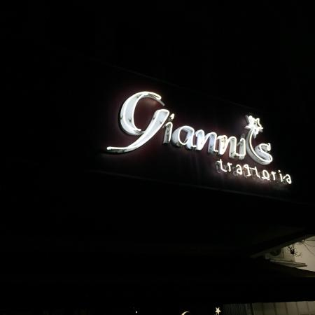 Gianni's Trattoria: The place at night (about 10pm)
