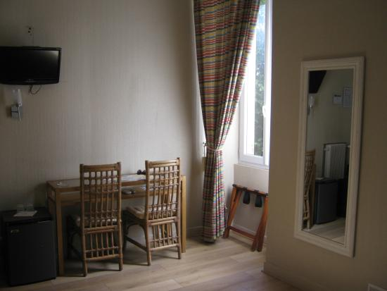 Nice Garden Hotel: Room