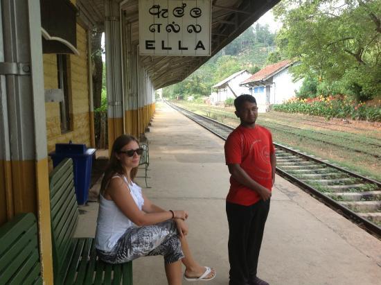 Μπεντότα, Σρι Λάνκα: На вокзале )