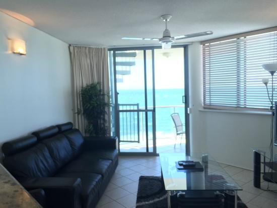 Malibu Mooloolaba Holiday Apartments: Living-room