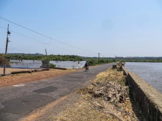 Divar Island: Cycling around Divar