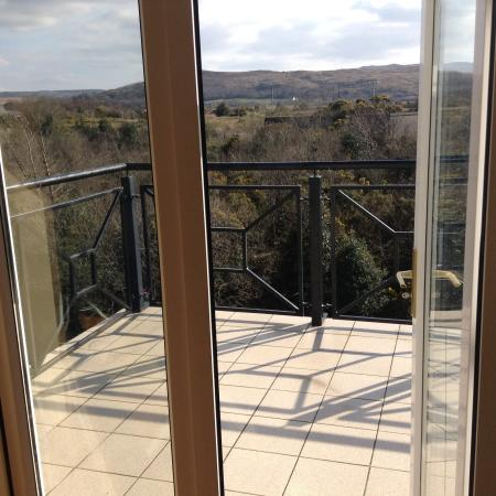 Waterfall Lodge: Balcony overlooking river first floor en suite bedroom with sitting area