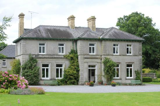 Mornington House: Front of house