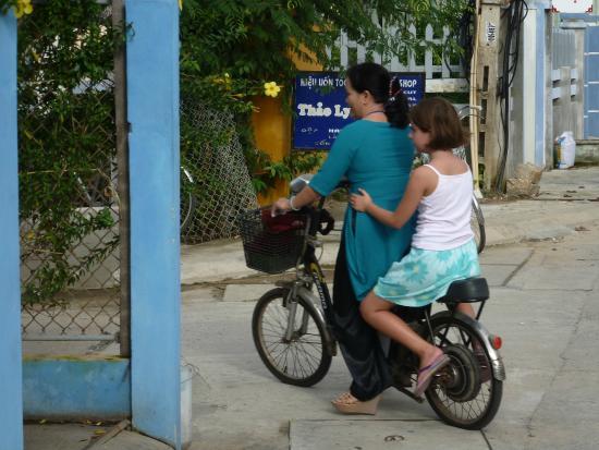 Hoi An NGO Homestay: Go to school