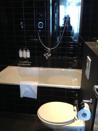 Park Hotel Amsterdam: Big bathroom
