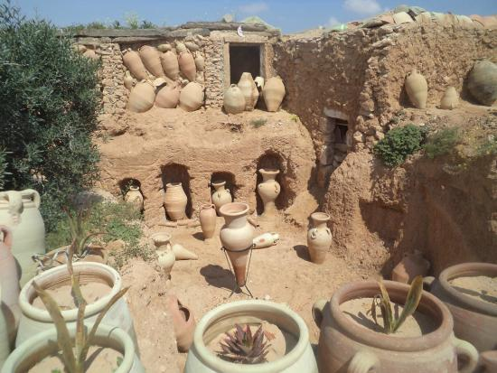 Musee du Patrimoine Traditionnel Djerbien: mine de poterie guelalah