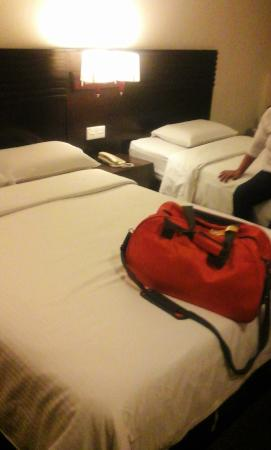 Imperial Hotel: bed