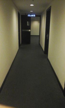 Imperial Hotel: pathway 3rd floor