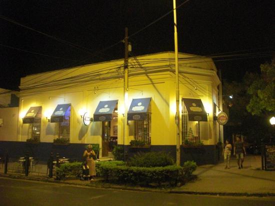 SAN JUAN Y VICTORIA RESTÓ CAFÉ: Corner Location