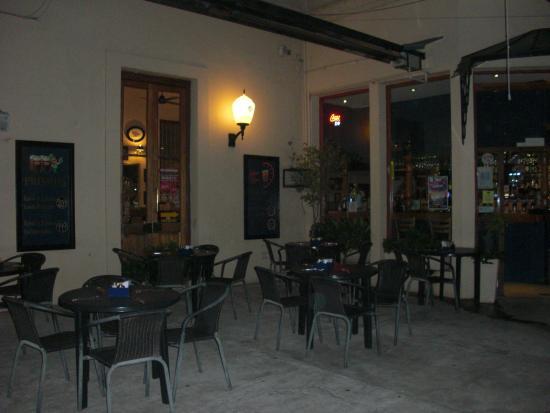 SAN JUAN Y VICTORIA RESTÓ CAFÉ: Courtyard