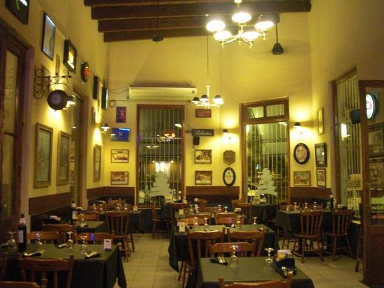 SAN JUAN Y VICTORIA RESTÓ CAFÉ: Inside Dining