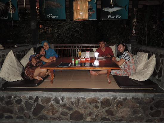Astina Bar and Restaurant : Family dinner in relaxing atmosphere