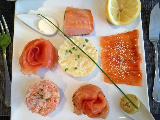 assiette l 39 autour du saumon tr s bon vin picture of autour du saumon paris tripadvisor. Black Bedroom Furniture Sets. Home Design Ideas