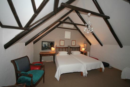 Cypress Cottage: Our African room.