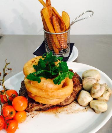 The Anchor Restaurant: Mmmmm steak and onion rings