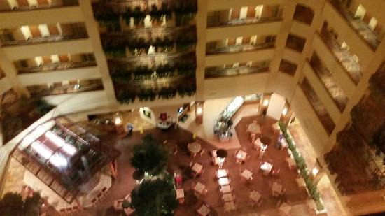 Embassy Suites by Hilton Hot Springs : Inside hotel
