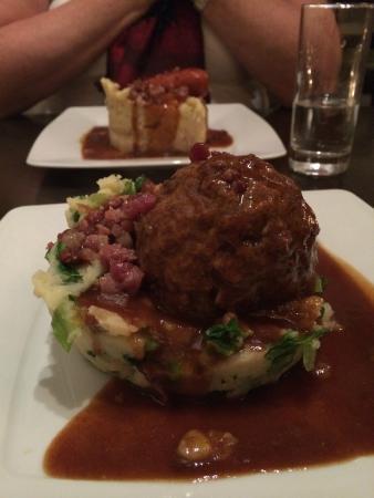 De Blauwe Hollander: Meatball Stamppot - delicious sauce