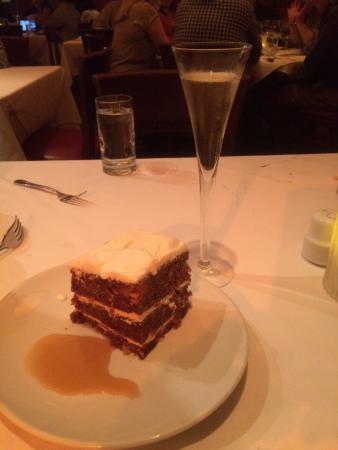 Fleming's Prime Steakhouse & Wine Bar : Carrot cake with prosecco