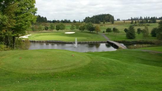 Mill River Golf Course - Rodd Mill River Resort: Downhill Par 3