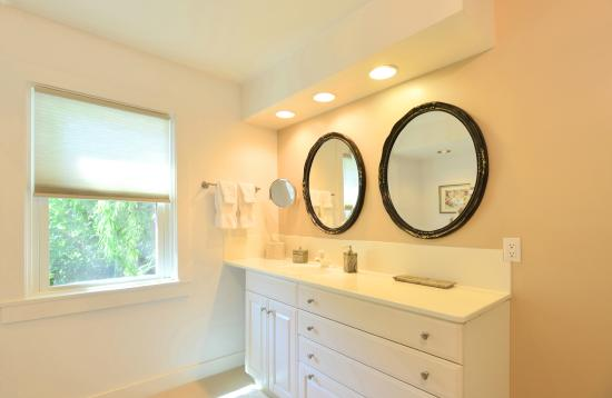 1795 Acorn Inn Bed and Breakfast: Hotchkiss Bathroom