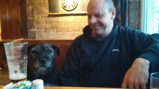 Whitebridge Hotel: Relaxing with a pint