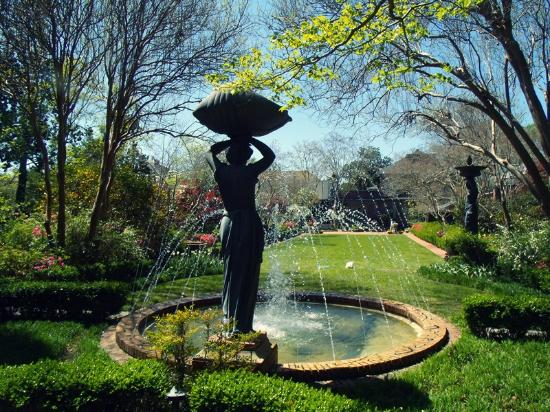 Beautiful place for pics picture of biedenharn museum gardens monroe tripadvisor for The gardens at monroe