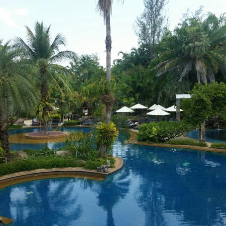 Hotspring Beach Resort & Spa: Pool in resort