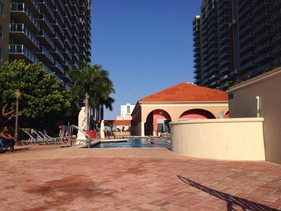 Residences at Intracoastal Yacht Club : Pool