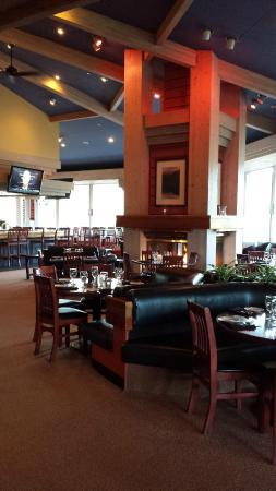 Three Peaks Grill: Dining Room right before they opened for the day