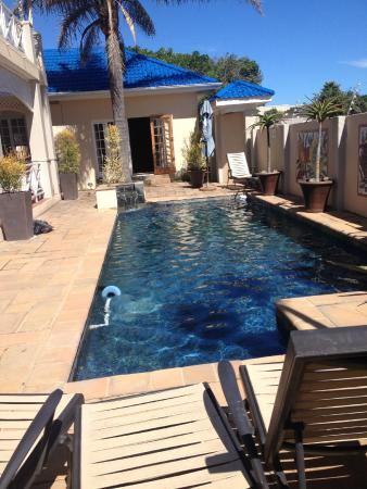 Cape Flame Guest House: a lovely pool for a dip
