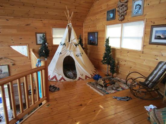 Above the Rest Cabins: tepee with double bed