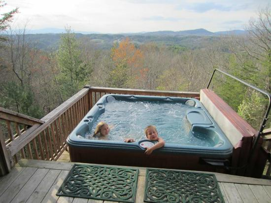 Above the Rest Cabins: hot tub on deck