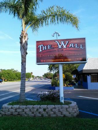The Wall Tavern & Grille