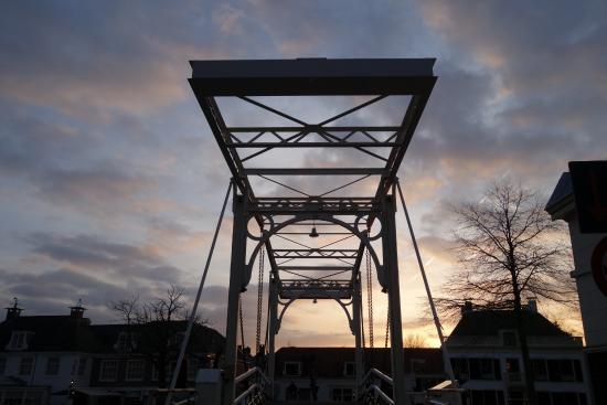De Nederlanden: Blick v. Zi. 105