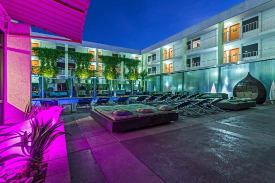 The Clarendon Hotel And Spa Oasis Pool Cabanas Hydro Water Wall