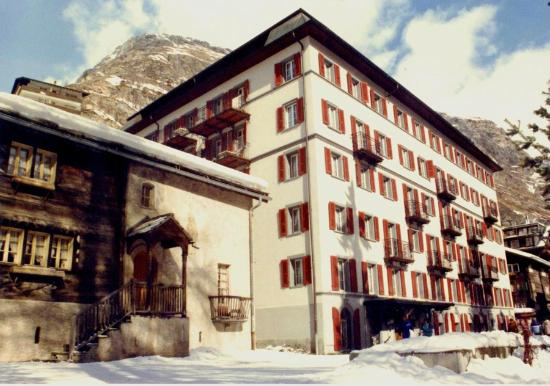 View of Hotel Monte Rosa in winter from the Bahnhofstrasse